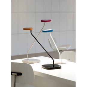 Luxo Trace bordlampe med USB oplader - Hvid