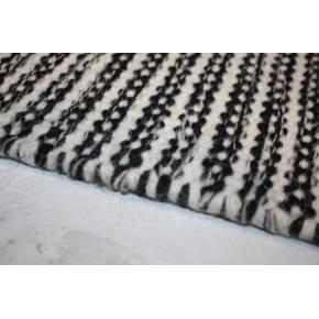 Pilas tæppe, 160x230 cm., sort