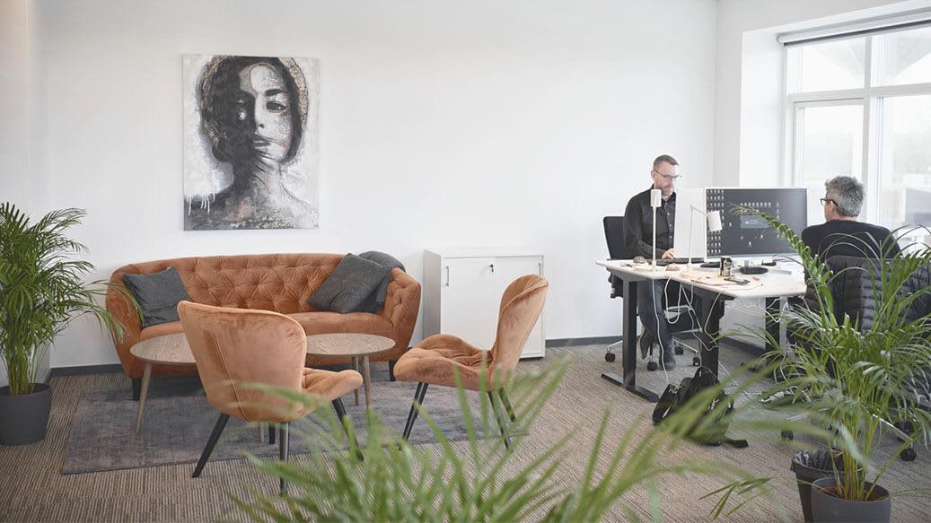 Kontor med grønne planter