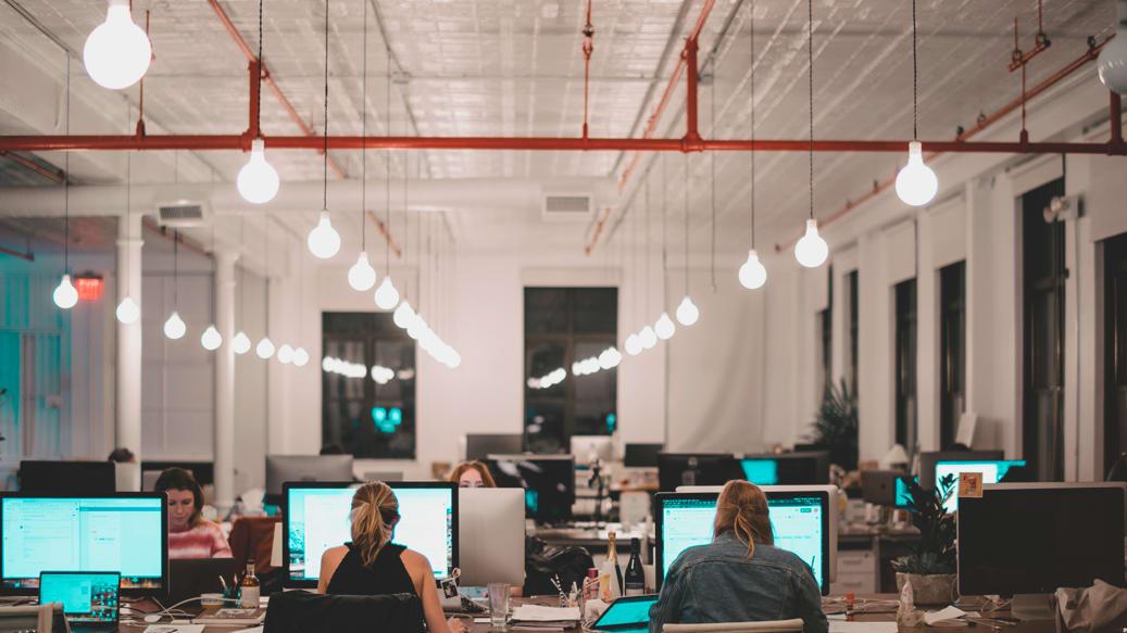 Godt arbejdslys på storrumskontor