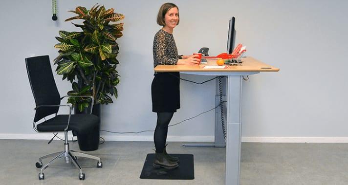 Hæve-sænkebord og aflastningsmåtte