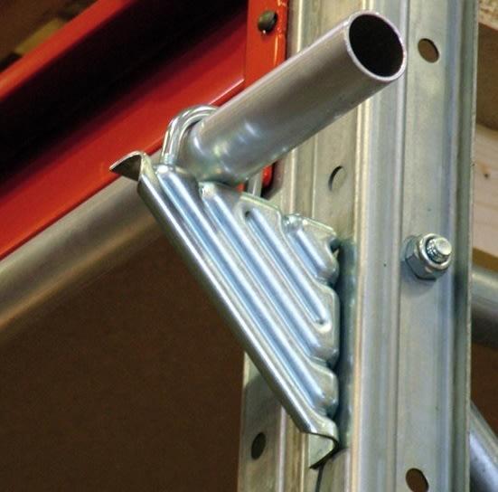 P37 vinkelbeslag til montering som reolstige