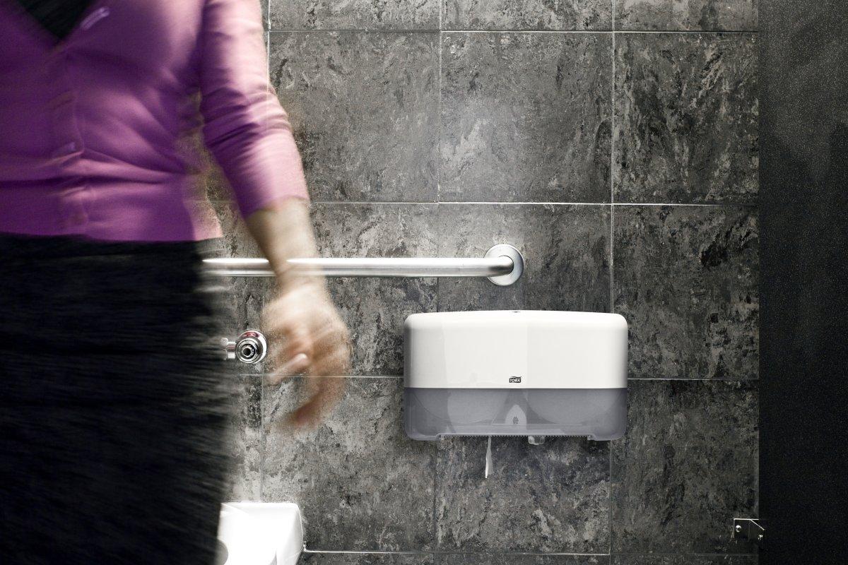 Tork T2 Twin Dispenser Jumbo toiletpapir, hvid