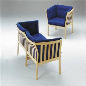 332 2 pers. sofa i massiv ubeh. bøg med blåt stof